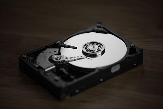 black and silver hard disk drive